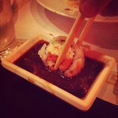 Photo taken at Crazy Rock'N Sushi by Reinaldo I. on 3/28/2012