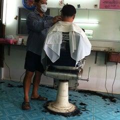 Photo taken at ร้านตัดผมช่างแดง by Kaoey on 2/19/2012