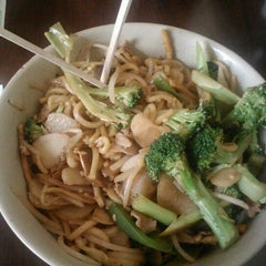 Photo taken at Sizzling Fresh Mongolian BBQ by Sinister Sweet on 8/17/2012