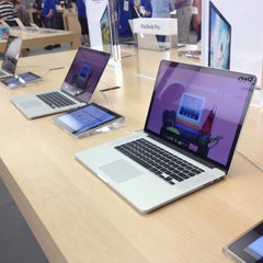 Photo taken at Apple Store, The Falls by Juan T. on 6/30/2012