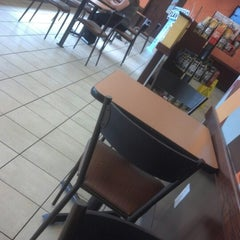Photo taken at Dunkin' Donuts by Reinaldo D. on 8/10/2012