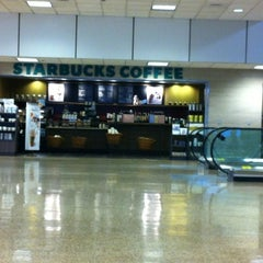 Photo taken at Starbucks by I. Yair R. on 5/7/2012