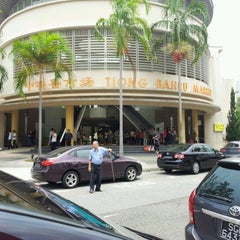 Photo taken at Tiong Bahru Market & Food Centre by Kok Hoong W. on 9/7/2012