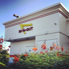 Photo taken at In-N-Out Burger by Crisfinmichael D. on 6/17/2012