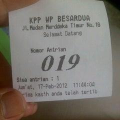Photo taken at KPP Wajib Pajak Besar Dua (LTO 2) by dowdo b. on 2/17/2012
