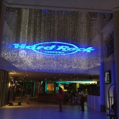 Photo taken at Hard Rock Cafe Penang by Airin A. on 4/13/2012