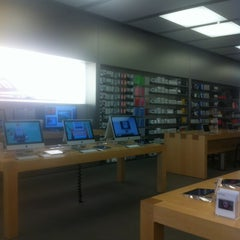 Photo taken at Apple Store, King Street by Edward C. on 7/12/2012