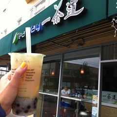 Photo taken at TeaWay 一茶道 by Christy on 8/16/2012
