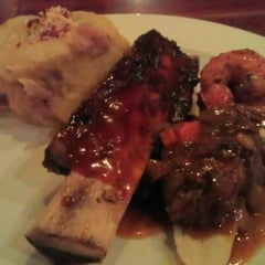 Photo taken at Tony Roma's Ribs, Seafood, & Steaks by frezer s. on 5/7/2012