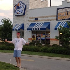 Photo taken at White Castle by Jayson Q. on 6/22/2012