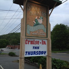 Photo taken at Smoky Mountain Barbeque by Kevin R. on 5/12/2012
