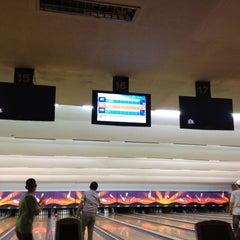 Photo taken at Lanna Bowling - Chiang Mai by Yada B. on 4/30/2012