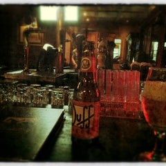Photo taken at The Black Horse Gastropub by Arlindo on 8/9/2012