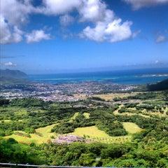 Photo taken at Nuʻuanu Pali Lookout by Sherwin G. on 8/17/2012