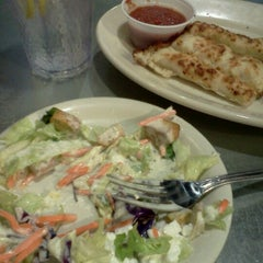 Photo taken at Pizza Hut by Aley G. on 8/31/2012