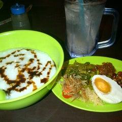 Photo taken at singgah selalu corner, uptown kota damansara by Wan C. on 3/18/2012