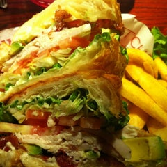 Photo taken at Red Robin Gourmet Burgers by Rosanna M. on 4/26/2012
