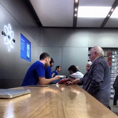 Photo taken at Apple Store, Fiordaliso by Massi S. on 5/7/2012