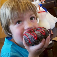 Photo taken at Dunkin' Donuts by Ambra H. on 4/18/2012