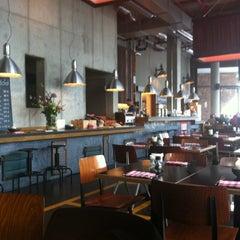 Das Foto wurde bei 25hours Hotel Hamburg HafenCity von René K. am 4/20/2012 aufgenommen