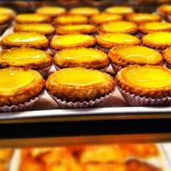 Photo taken at Tong Kee Bread & Tarts by ËℓϑᎥĘŠ on 2/25/2012
