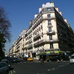 Photo taken at Hôtel Saint-Jacques by Flammarion V. on 5/17/2012
