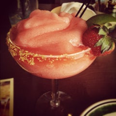 Photo taken at Olive Garden by Yasmin T. on 5/20/2012