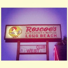 Photo taken at Roscoe's House of Chicken and Waffles - Long Beach by Oliver B. on 7/28/2012