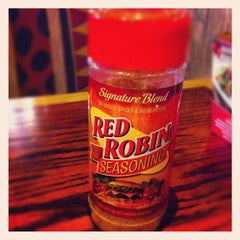 Photo taken at Red Robin Gourmet Burgers by Charles R. on 4/30/2012