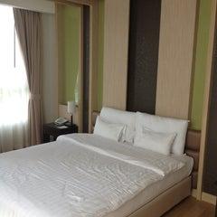 Photo taken at A-te' Hotel (โรงแรม เอเต้ ชุมพร) by Katevitu T. on 4/6/2012