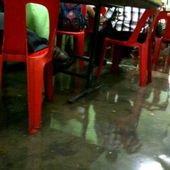 Photo taken at Warung Makan Lorong by Khafizol I. on 9/11/2012
