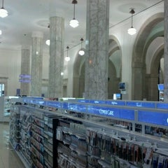 Photo taken at Duane Reade by Ian M. on 4/28/2012