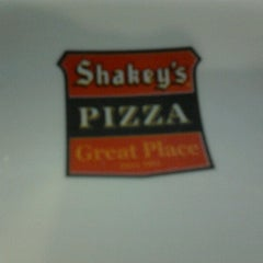 Photo taken at Shakey's by Jet-jet B. on 8/12/2012