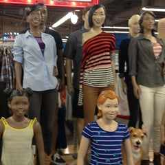 Photo taken at Old Navy by Junior on 8/14/2012