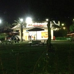 Photo taken at McDonald's - ماكدونالدز by الدردور on 4/9/2012