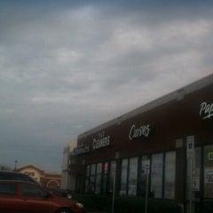 Photo taken at Papa Murpys Take N Bake Pizza by Tony C. on 2/16/2012