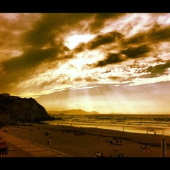 Photo taken at Playa Atxabiribil / Arrietara Hondartza by Giuliano G. on 8/17/2012
