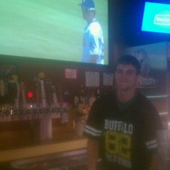 Photo taken at Buffalo Wild Wings Grill & Bar by Raquel on 4/6/2012