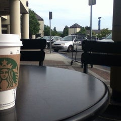 Photo taken at Starbucks by Hironori S. on 5/2/2012