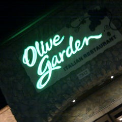 Photo taken at Olive Garden by Peter L. on 8/18/2012