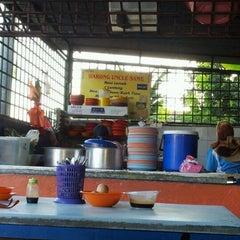 Photo taken at Warung Uncle Same by Azrul Z. on 2/7/2012