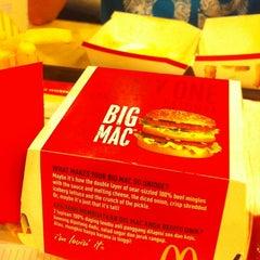 Photo taken at McDonald's & McCafe by Kelvinnguyen Y. on 2/26/2012