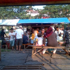 Photo taken at Bubur Ayam Bang Johan by pepolicious @. on 5/13/2012
