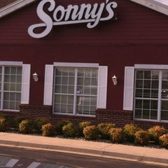 Photo taken at Sonny's BBQ by Frank on 8/26/2012