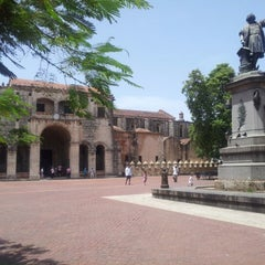 Photo taken at Parque Colon by Anahi G. on 7/25/2012