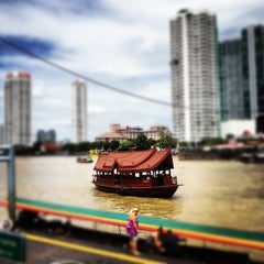 Photo taken at ท่าเรือสาทร (ตากสิน) Sathorn (Taksin) Pier CEN by Jirawan T. on 8/13/2012