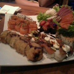 Photo taken at Hanbai Sushi Bar by Gysa P. on 3/8/2012
