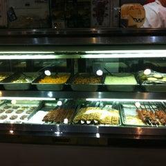 Photo taken at Bereket Turkish Kebab House by Benny W. on 5/11/2012