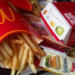 Photo taken at McDonald's by Alvaro C. on 8/10/2012