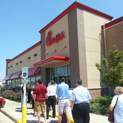 Photo taken at Chick-fil-A by Travisimo! on 8/1/2012